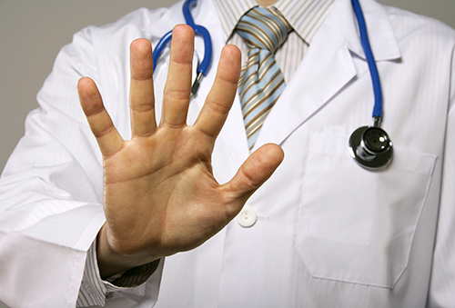 Doctor holding up 5 fingers